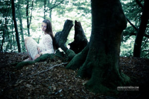 Ahra Färber im Wald